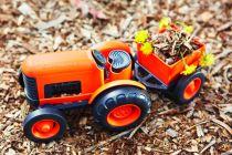 Dřevěné hračky Green Toys Traktor s vlečkou oranžový