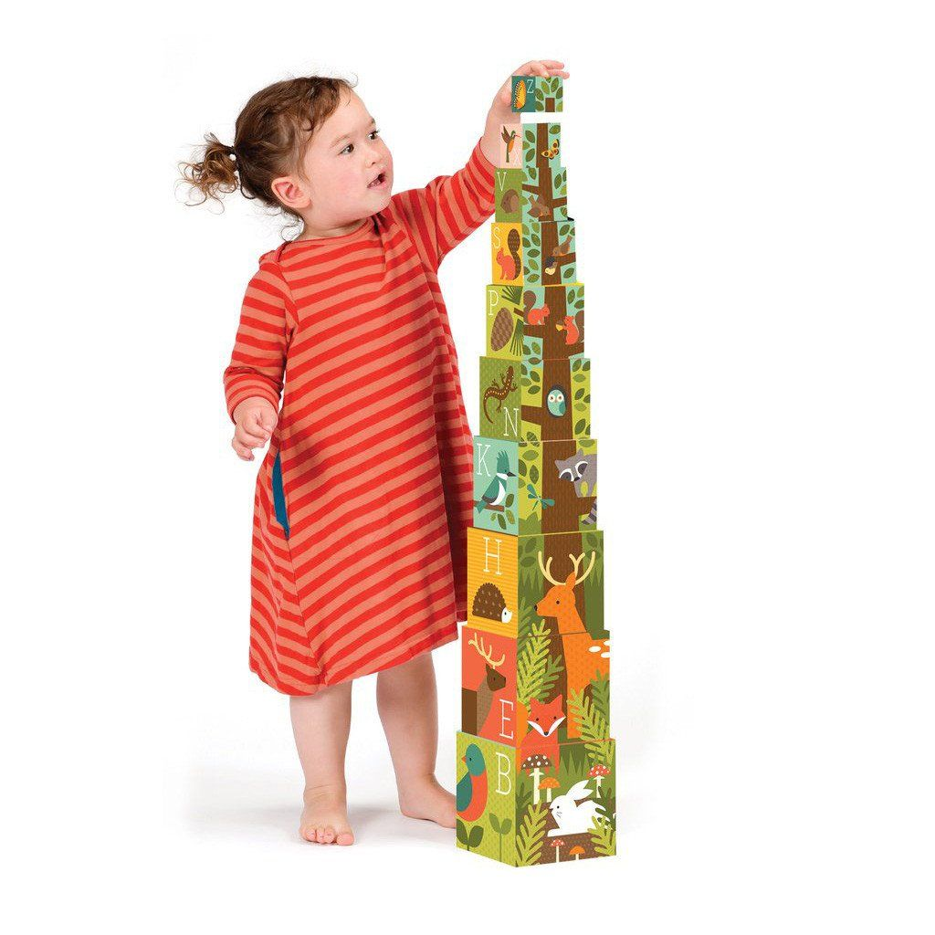 Dřevěné hračky Petitcollage Věž z ABC kostek s lesními zvířátky