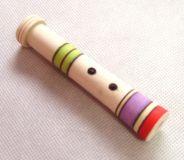 Dětská dřevěná píšťalka malá barevná