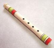 Dětská dřevěná píšťalka střední barevná