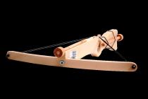Dřevěná kuše na korkové náboje