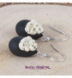 Živé šperky - Náušnice Slza černé s bílými  minirůžičkami