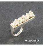 Živé šperky - Prsten stříbrný rovný s bílými minirůžičkami