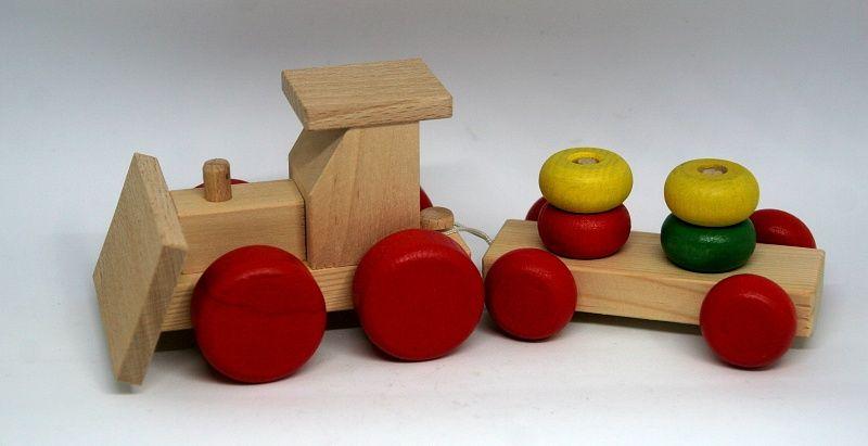 Dřevěné hračky Dřevěný traktor s radlicí a nákladem Česká dřevěná hračka