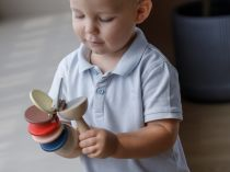 Dřevěné hračky PlanToys Rachtačka barevná