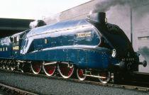 Dřevěné hračky Bigjigs Rail Dřevěná replika lokomotivy Mallard + 3 koleje