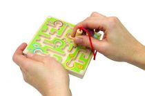 Minilabyrint s kuličkou - různé barvy