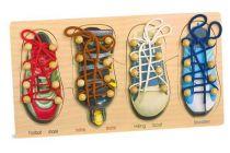 Small Foot Motorická hra na provlékání zavazování tkaniček