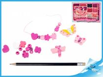 Dřevěné růžové navlékací korálky v krabičce