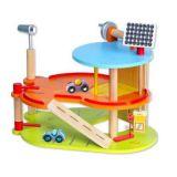 Dřevěné hračky Classic world Patrová dřevěná garáž pro auta